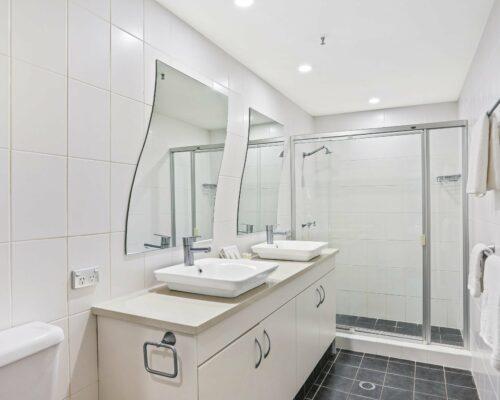 Gold-Coast-2-bedroom-garden-view-apartments-room-2 (1)