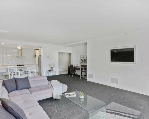 Gold-Coast-2-bedroom-garden-view-apartments-room-2 (10)