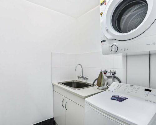 Gold-Coast-2-bedroom-garden-view-apartments-room-2 (3)