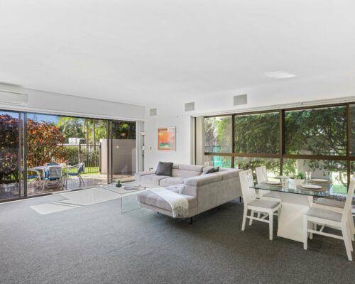 Gold-Coast-2-bedroom-garden-view-apartments-room-2 (4)