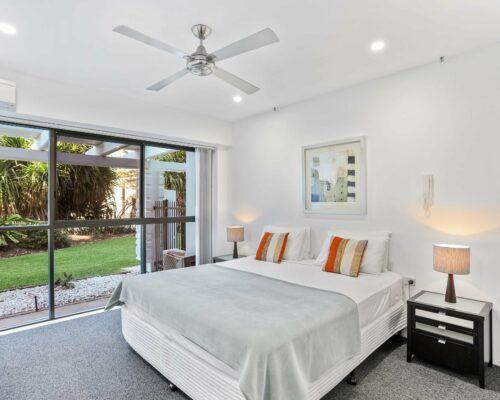 Gold-Coast-2-bedroom-garden-view-apartments-room-2 (6)