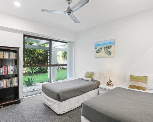 Gold-Coast-2-bedroom-garden-view-apartments-room-2 (7)