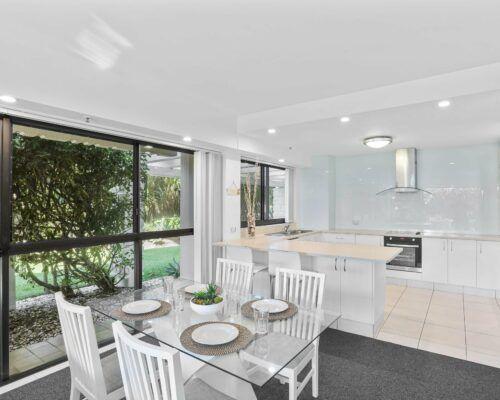 Gold-Coast-2-bedroom-garden-view-apartments-room-2 (9)