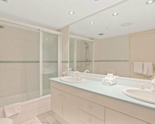 Gold-Coast-2-bedroom-ocean-view-apartments-room-77 (8)