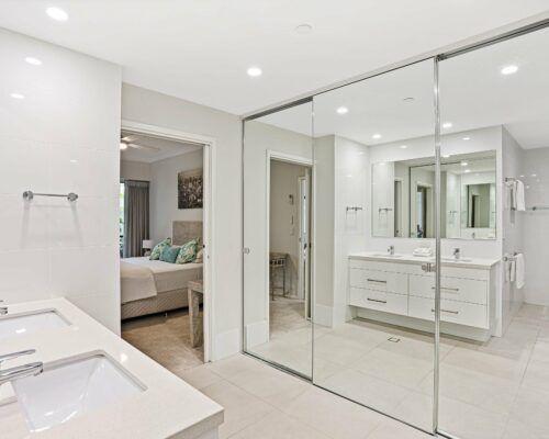 Gold-Coast-3-bedroom-family-garden-view-apartments-room-3 (5)