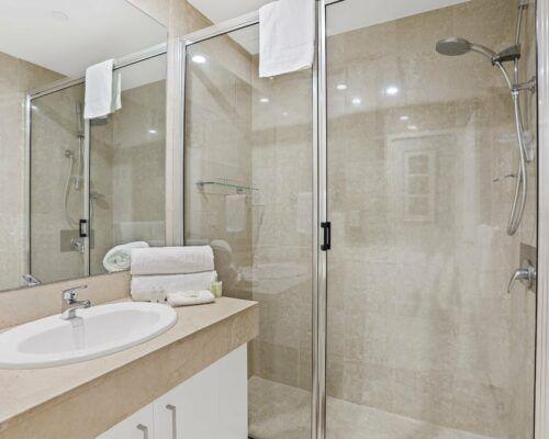 Gold-Coast-3-bedroom-family-garden-view-apartments-room-3 (7)