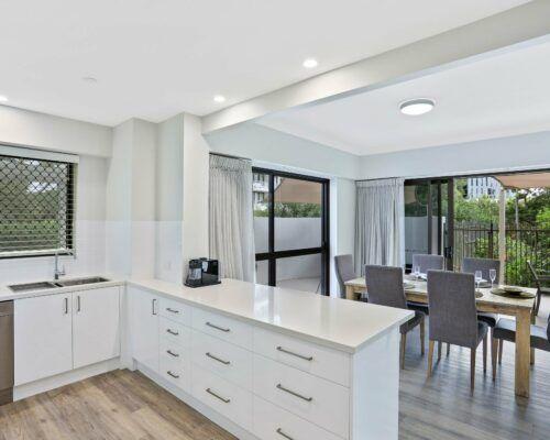 Gold-Coast-3-bedroom-family-garden-view-apartments-room-3 (8)