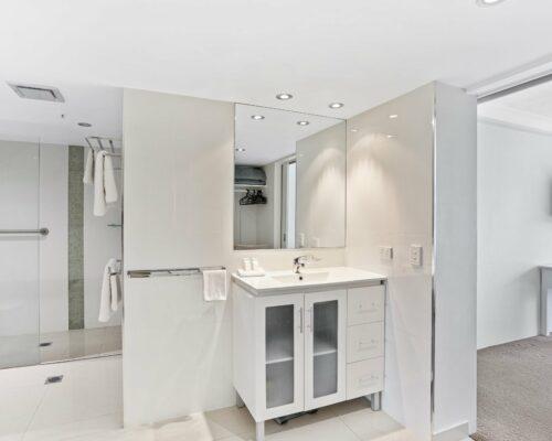 Gold-Coast-3-bedroom-mariner-view-apartments-room-15 (3)