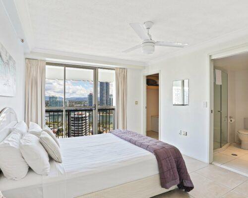 Gold-Coast-superior-1-bedroom-apartments-room-87 (4)
