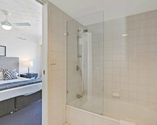 Gold-Coast-superior-1-bedroom-apartments-room-99 (2)
