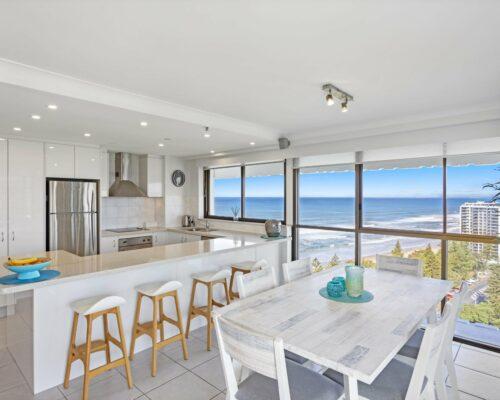main-beach-executive-accommodation (2)